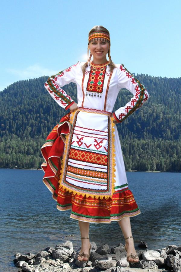девушка в марийском костюме фото